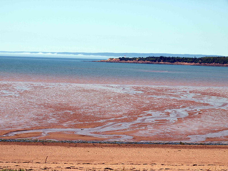Apple-River-Bay-with-tide-out-&-view-of-Lighthouse-on-Cape-Capstan