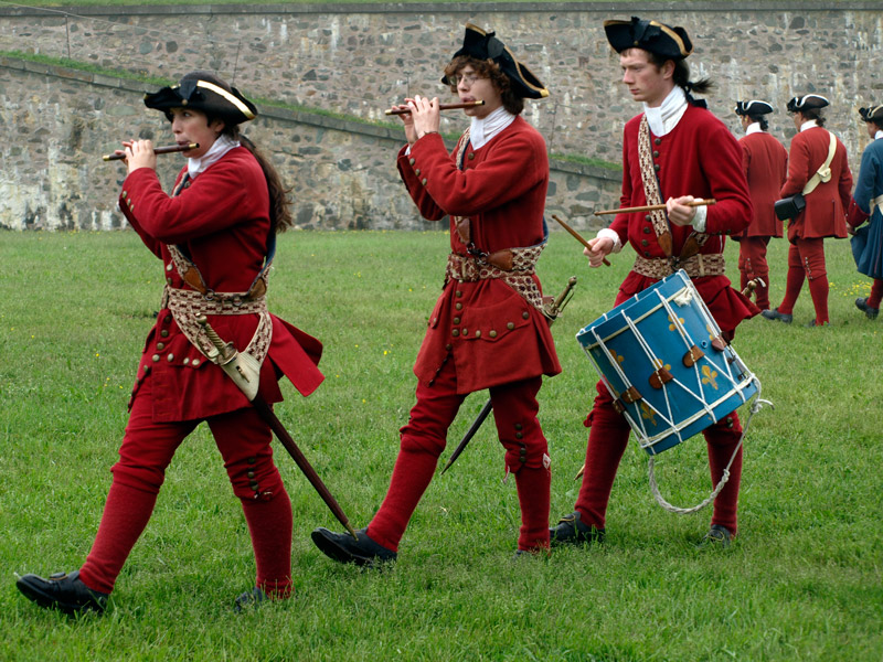 soldiers-making-music-King's-Bastian-Fortress-Louisbourg