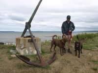 Gary-and-dogs-by-the-anchor-Gilberts-Cove-Lighthouse