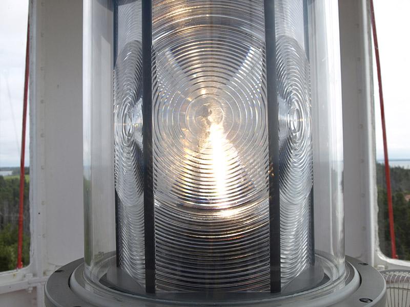 closeup-of-the-lighthouse-light
